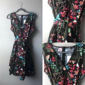 NWT retro fit dress with belt. Botanical print